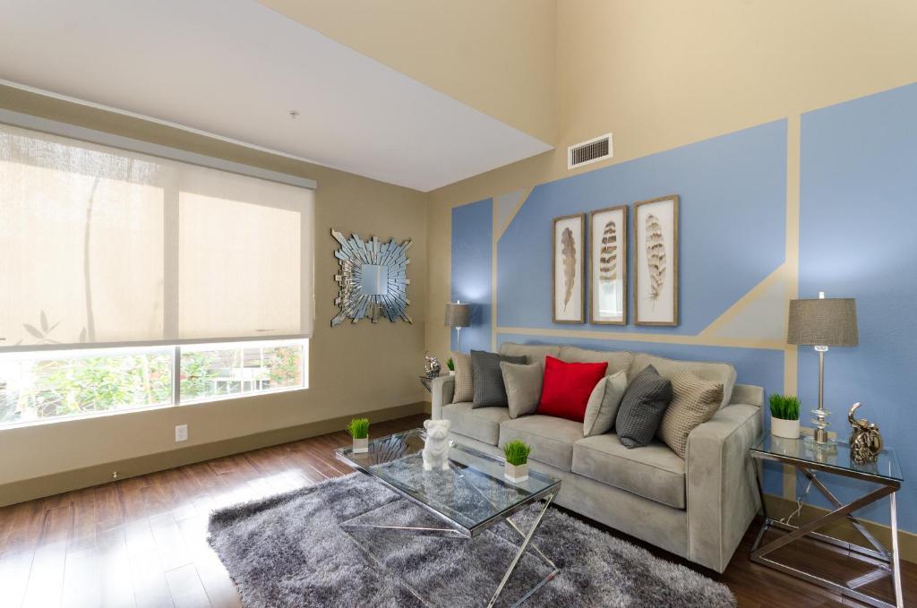 Apartment Popular Hollywood Rockstar House Los Angeles CA Best Rockstar Bedroom Model