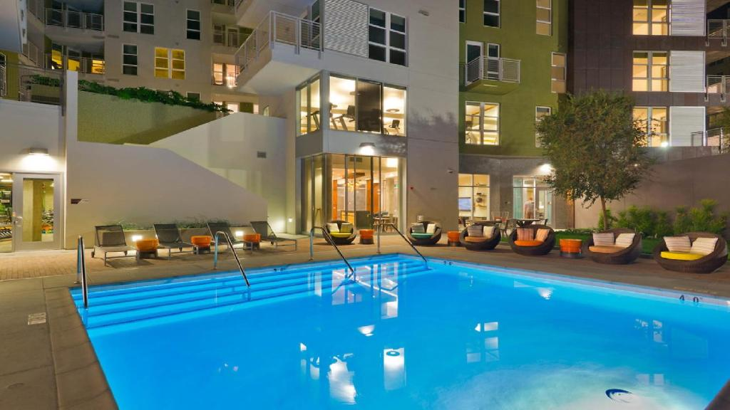 Apartment 5 Beds Hollywood Walk Of Fame Pool Los Angeles Ca