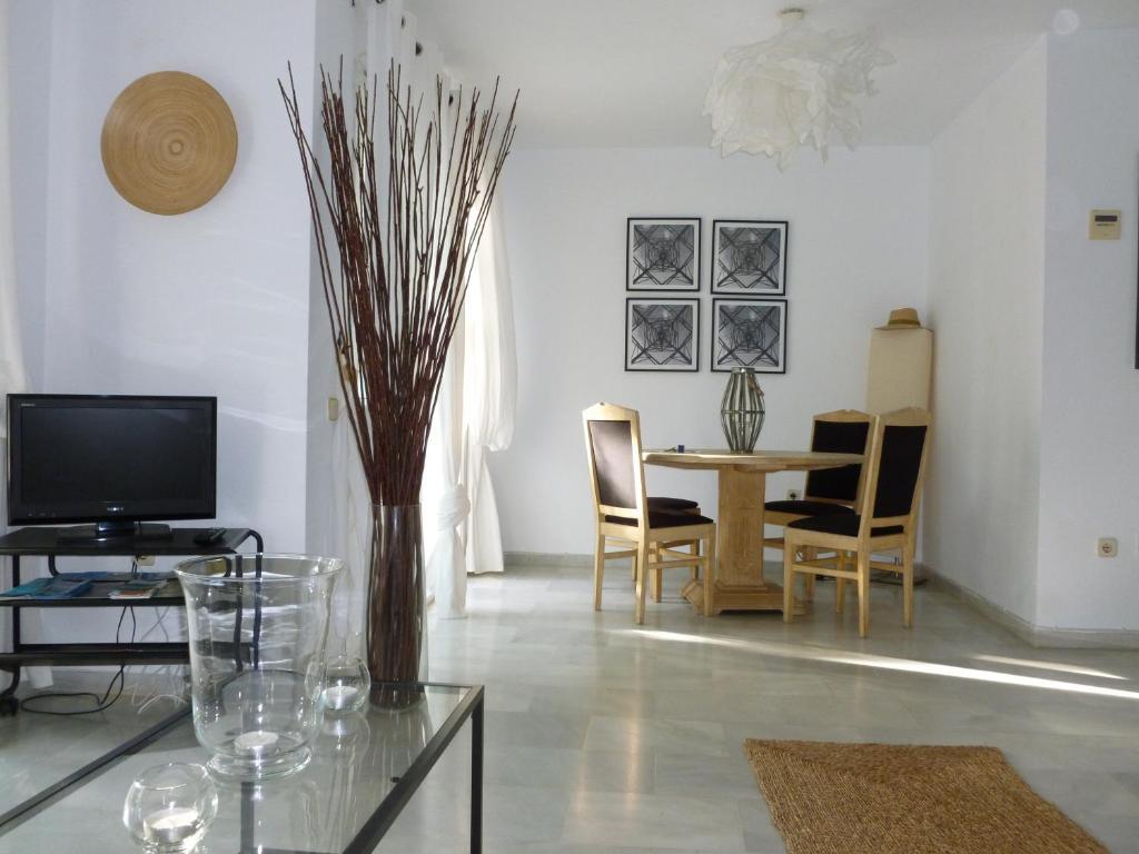 Coqueto Apartamento En La Carihuela Torremolinos Torremolinos  # Muebles Paquito