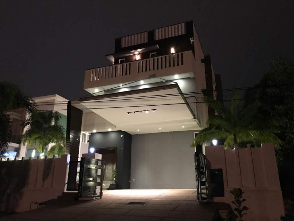 Gallery image of this property 3 storey