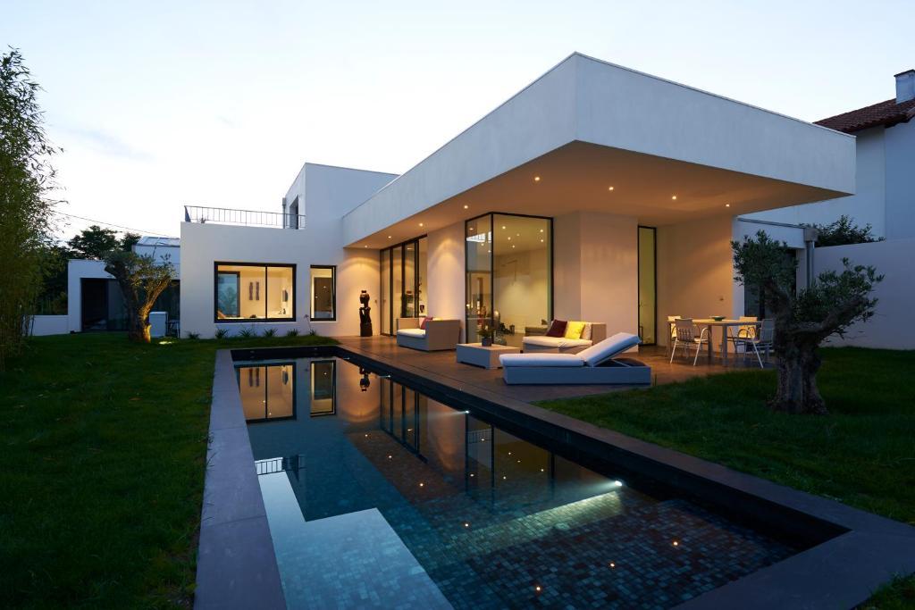 Villa D Architecte Avec Piscine Pour 6 Personnes Proche Biarritz