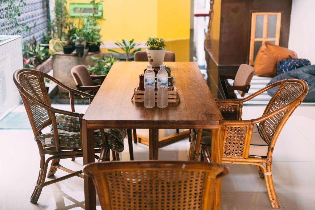 En restaurant eller et andet spisested på Aekkeko hostel