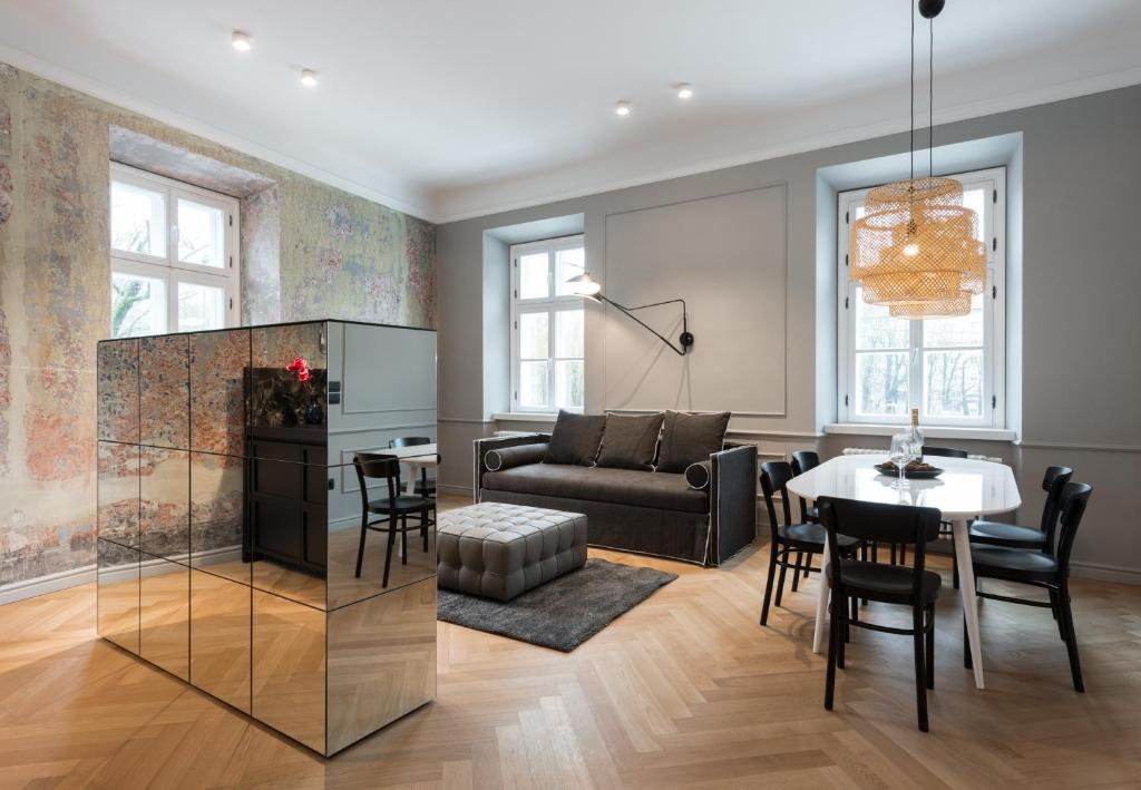 A seating area at Apartments Rog