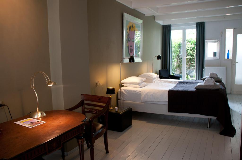 Un ou plusieurs lits dans un hébergement de l'établissement Bed & Breakfast WestViolet