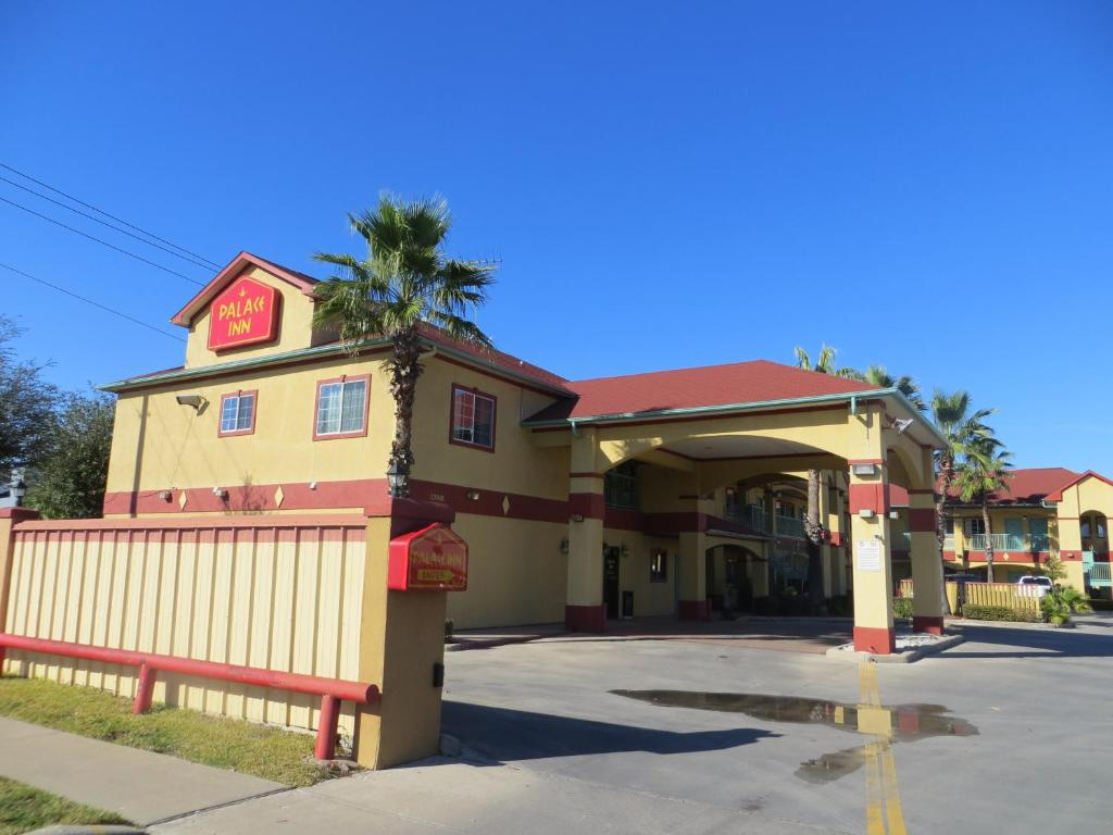 Palace Inn I 10 East Houston Tx Booking Com