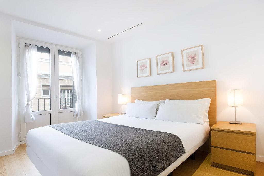 Ein Bett oder Betten in einem Zimmer der Unterkunft Apartamentos San Lorenzo 26