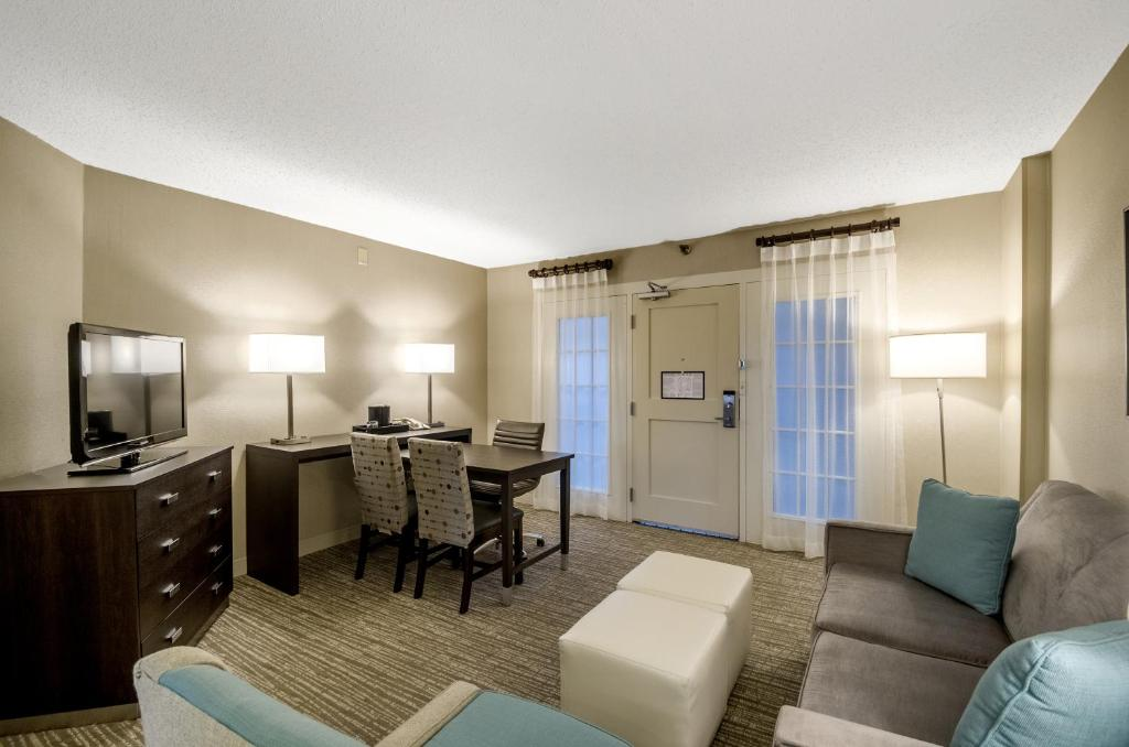 Hotel Embassy Indianapolis Nrth In Booking Com