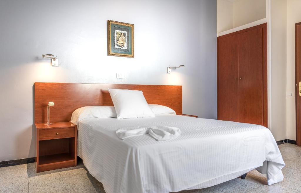 Ένα ή περισσότερα κρεβάτια σε δωμάτιο στο Hotel Blanca Paloma