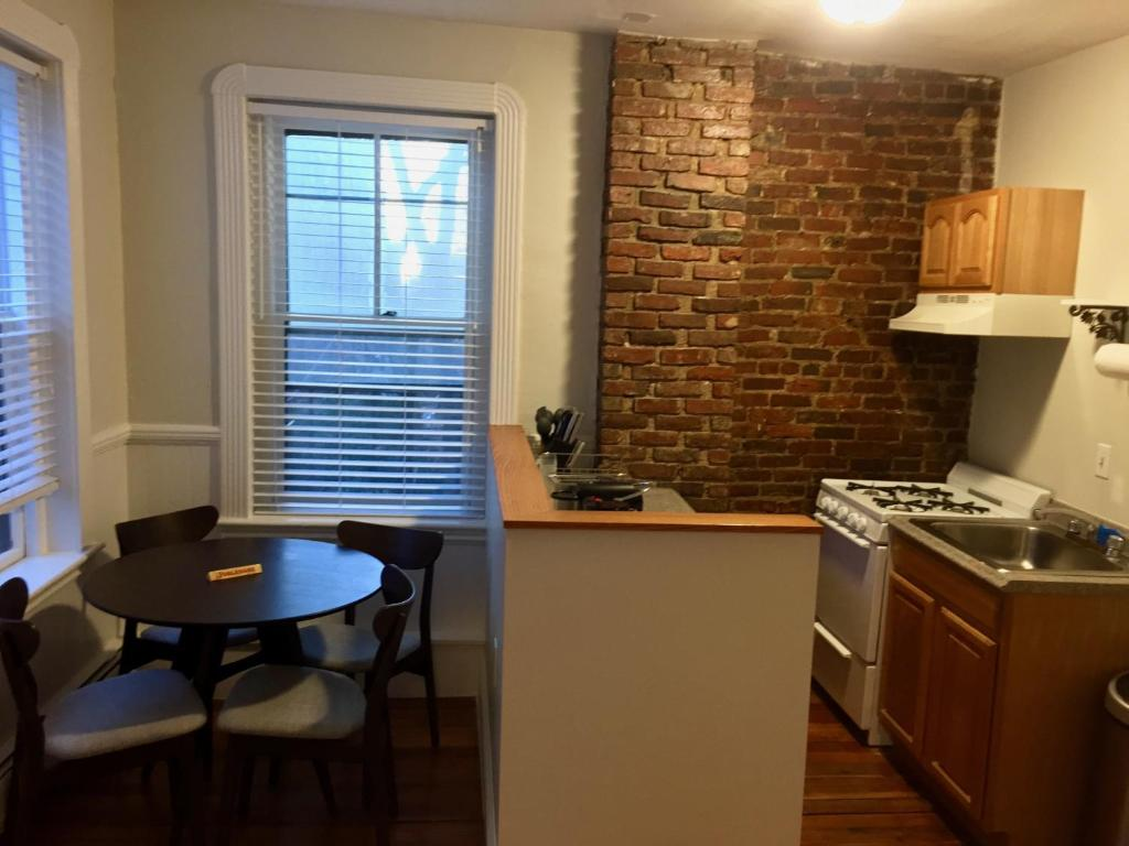 112 Myrtle #4 By Lyon Apartments, Boston, MA - Booking.com