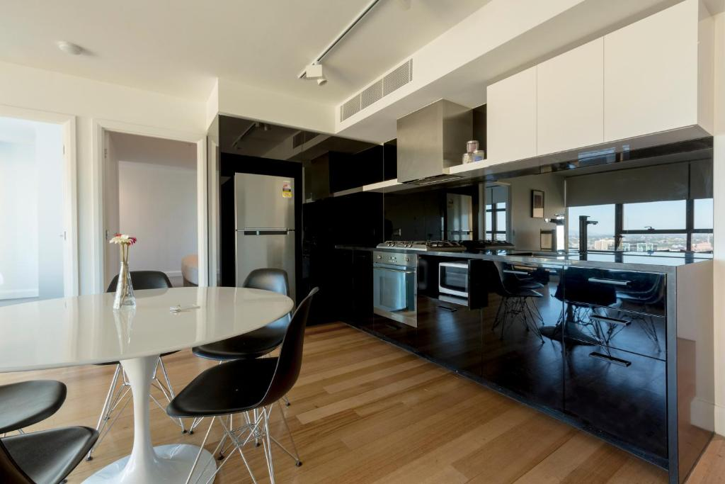 Condo Hotel AMD - Paris End, Melbourne, Australia ...