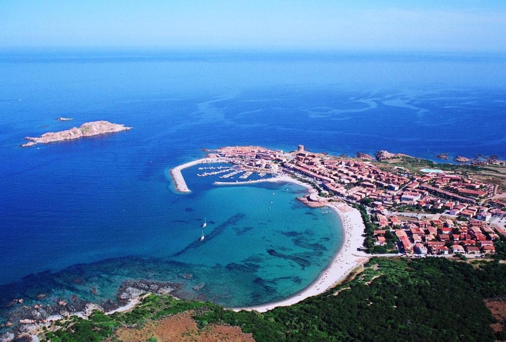 Appartamenti mare blu isola rossa italy for Appartamenti sardegna