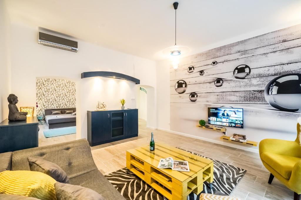 A seating area at BpR CarpeDiem Dream Home