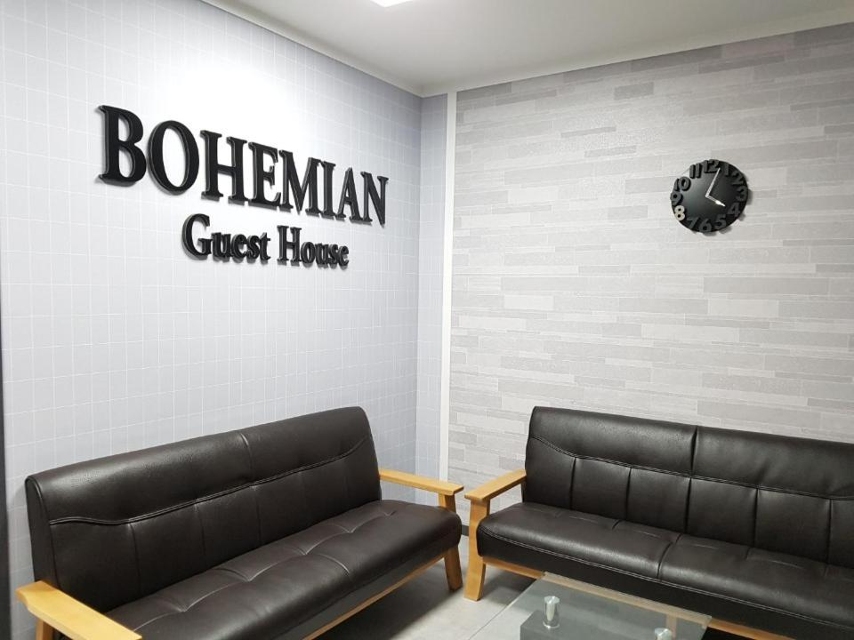 A seating area at Bohemian Guest House and Pension