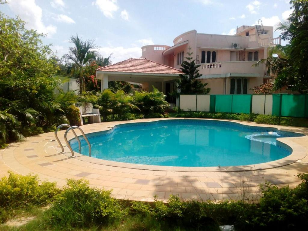 Apple beach club resorts chennai india for Beach resort in chennai with swimming pool
