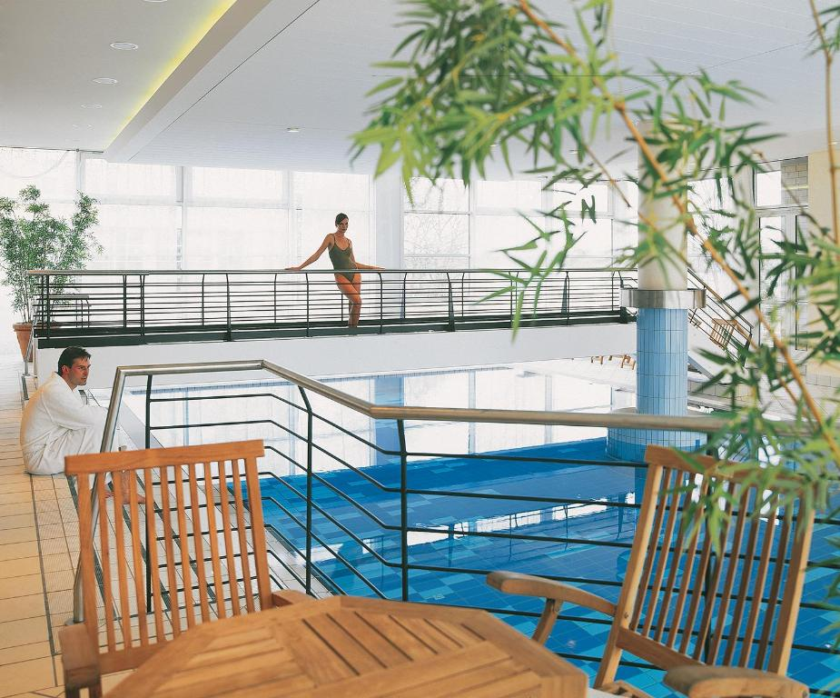 A view of the pool at Seminaris SeeHotel Potsdam or nearby