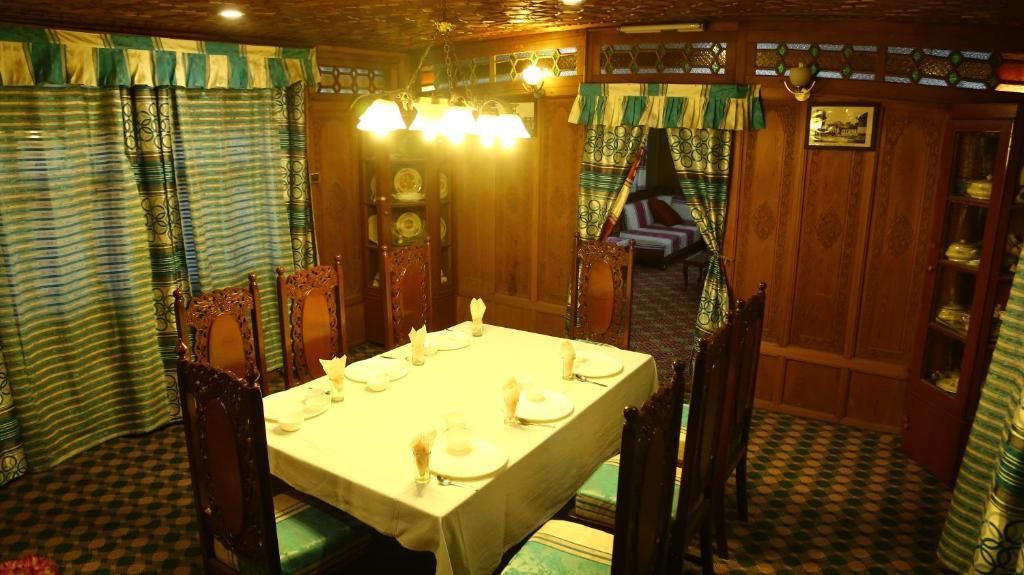 Aziz Palace Group of Houseboat