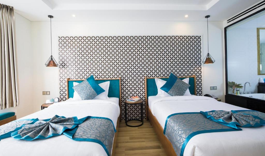 A bed or beds in a room at Brilliant Majestic Villa Hotel