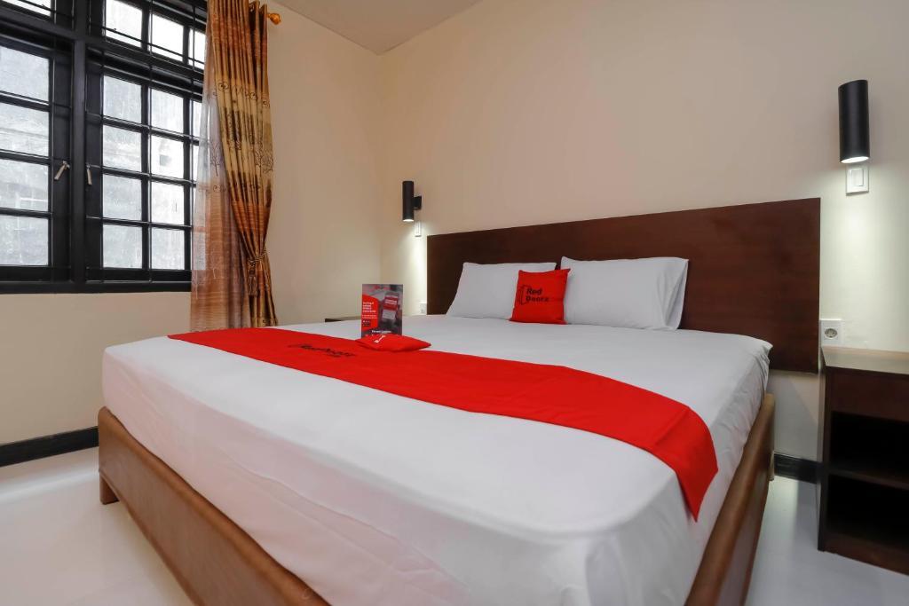 guesthouse reddoorz plus near halim perdanakusuma 2 jakarta rh booking com