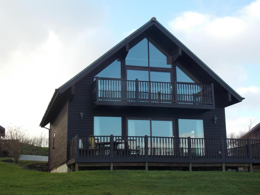 Luxury traditional detached 3 bed 2 bath wooden Holiday Lodge at
