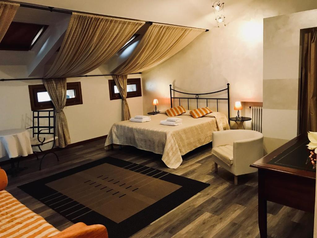 A bed or beds in a room at Alla Galleria B&B