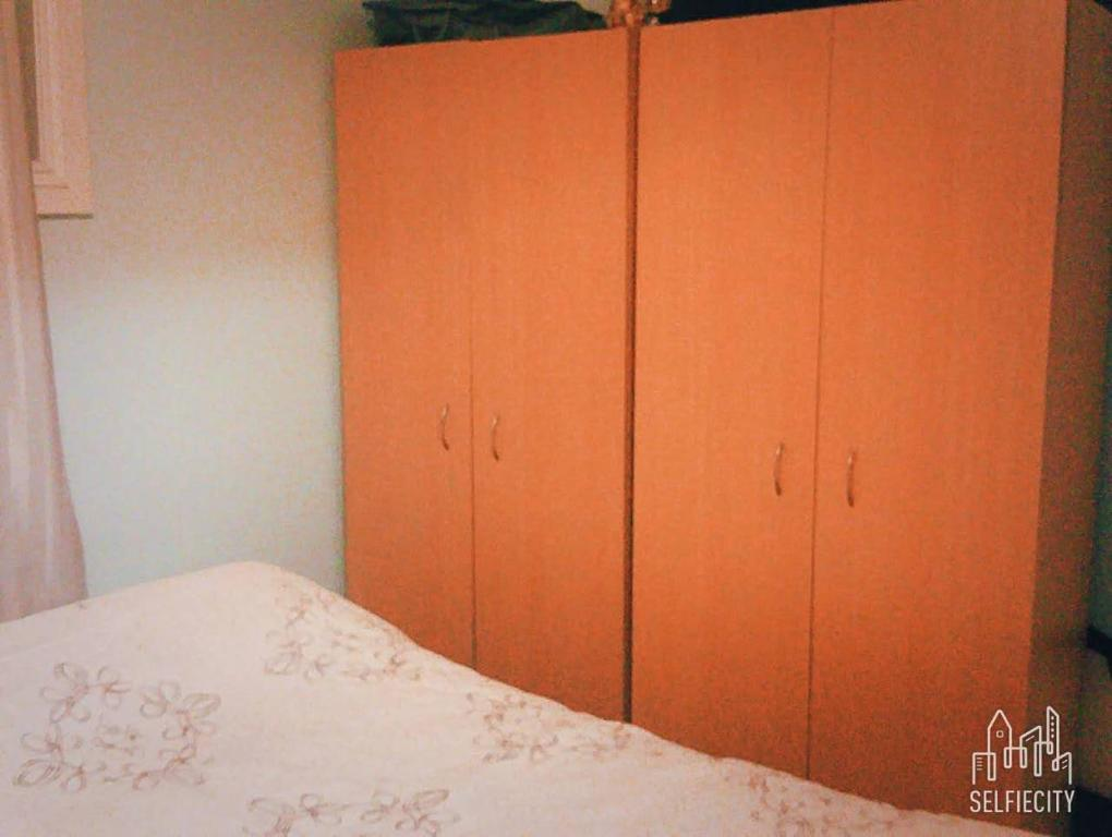 A bed or beds in a room at clifton ave 的温馨小窝