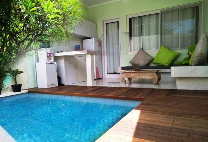 The swimming pool at or close to Bali Paradise Suites