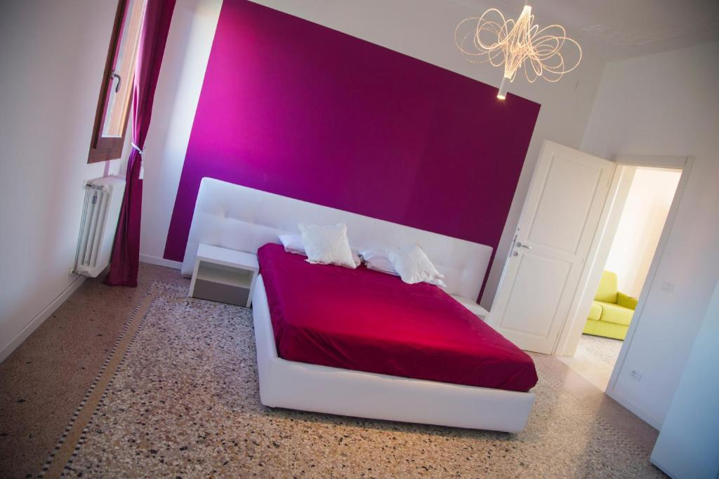 A bed or beds in a room at Murano beauty home