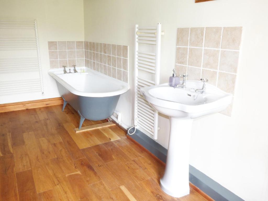 A bathroom at Row Foot