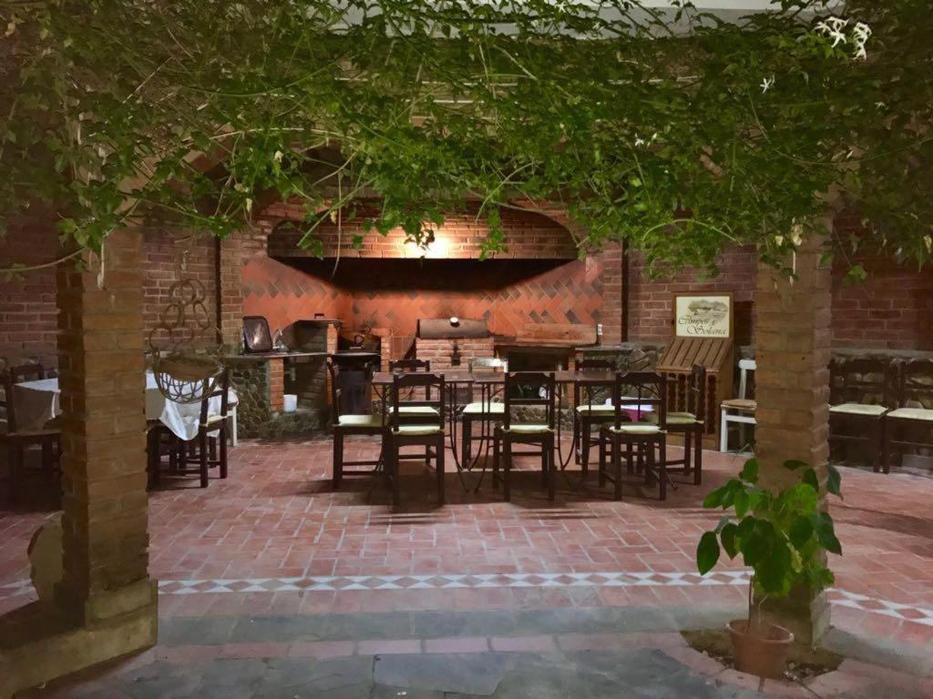 Un restaurante o sitio para comer en Nuestra Casa en Tarija