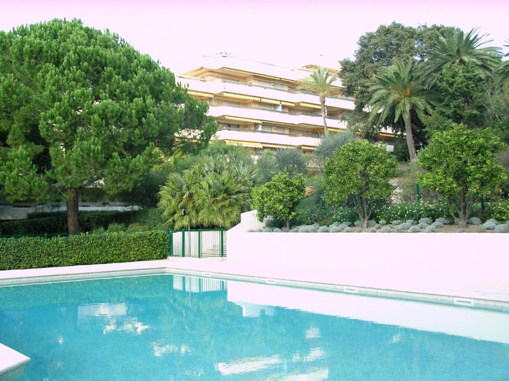 Apartment Le Château De La Pinede, Juan-les-Pins, France - Booking.com