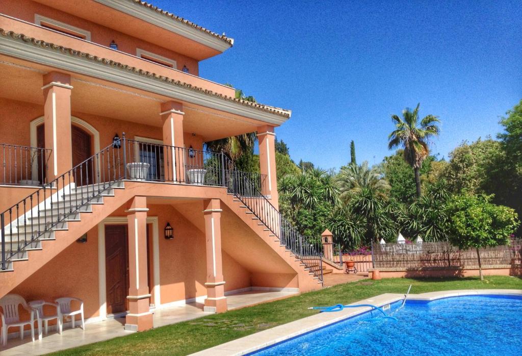 The swimming pool at or near Villa Lola Sevilla