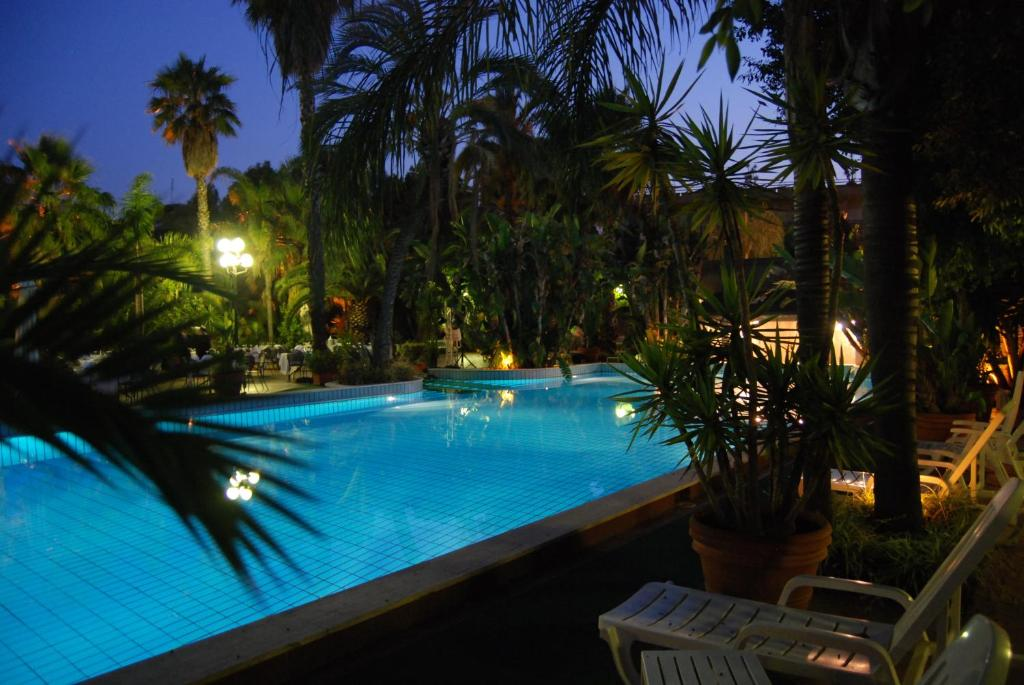 The swimming pool at or close to Garden Hotel
