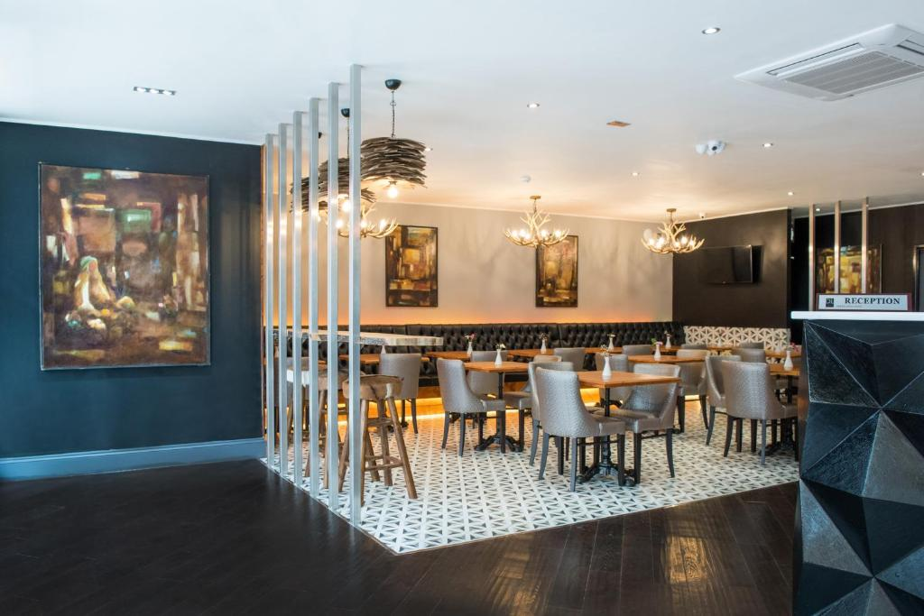 A restaurant or other place to eat at Docklands Lodge London