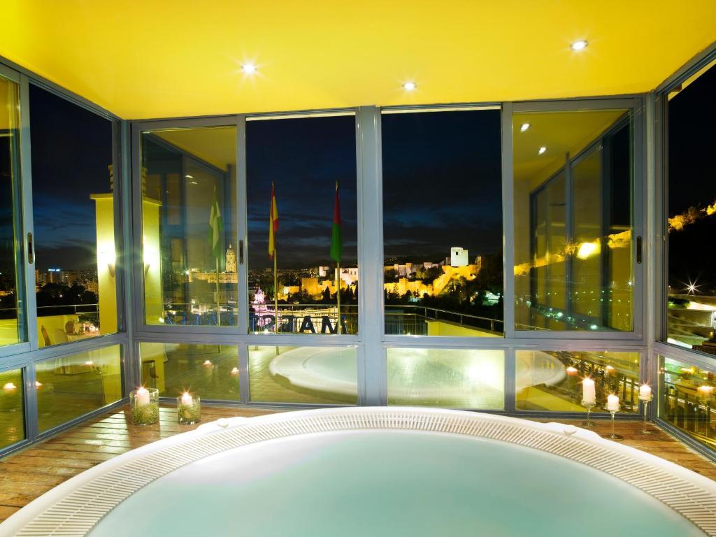 Un baño de Hotel MS Maestranza Málaga