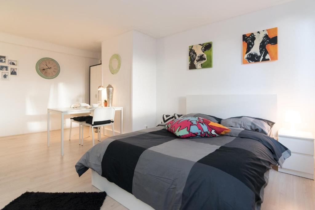 Apartment Black & White Studio, Amsterdam, Netherlands - Booking.com