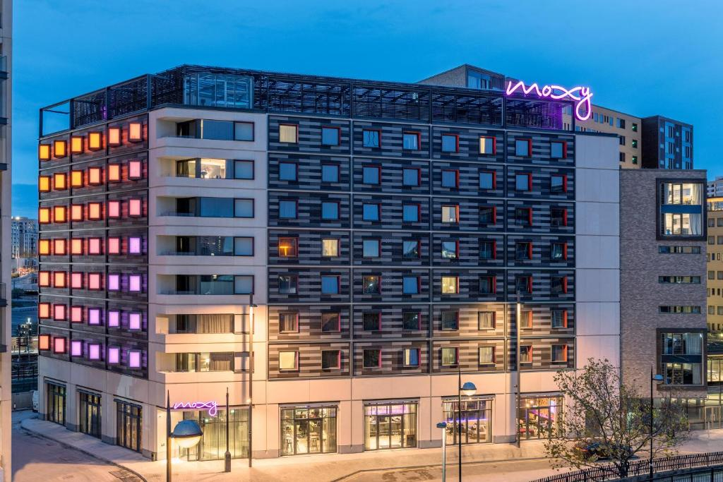 Moxy london stratford london updated 2018 prices for The stratford