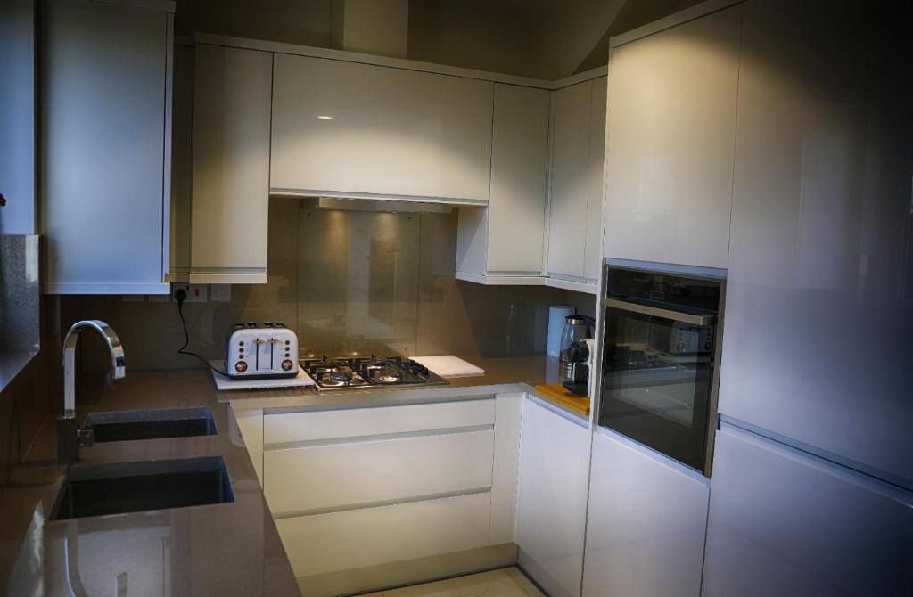 A kitchen or kitchenette at Zenobia London Luxury Apartments