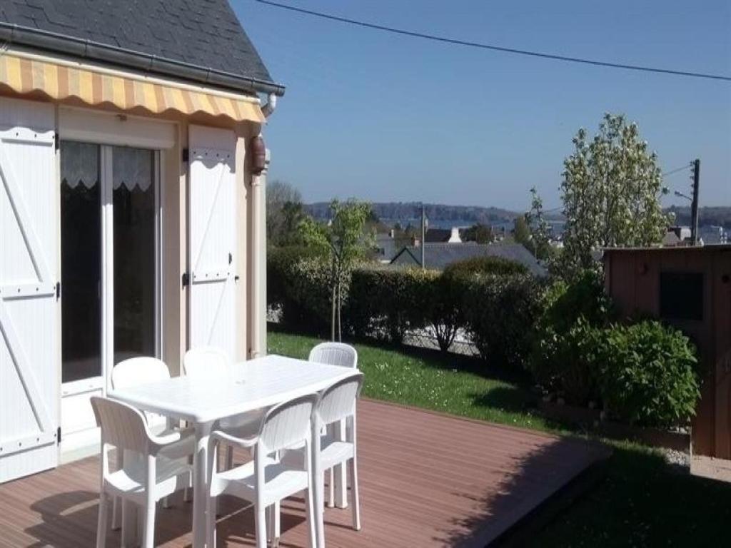 Vacation Home House Maison de plain pied avec jardin clos, Camaret ...
