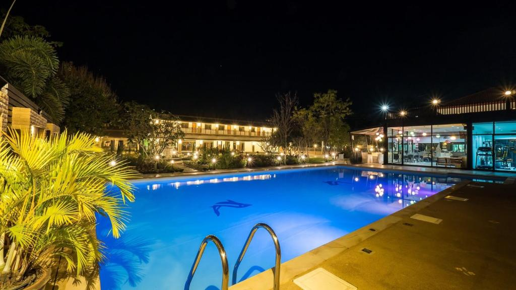 The swimming pool at or close to AU Place Hotel