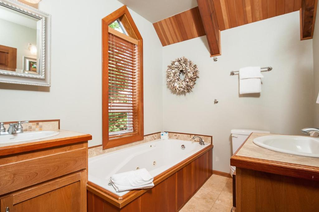 Agate Beach Cottage At Meritage, Newport, OR - Booking.com on