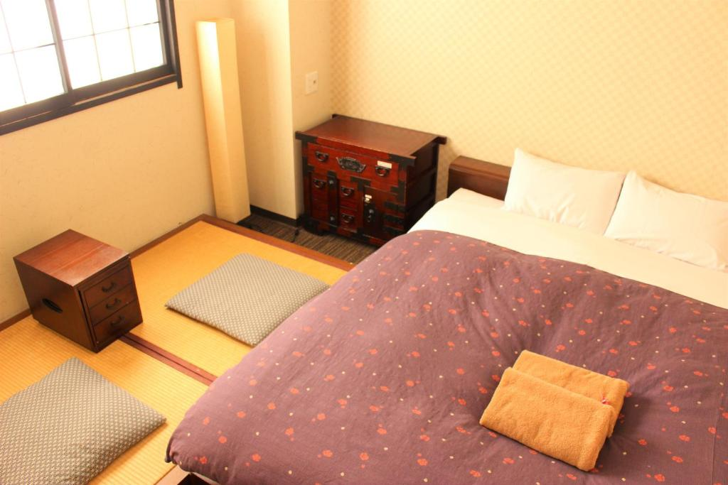 A bed or beds in a room at K's House Tokyo Oasis - Quality Hostel