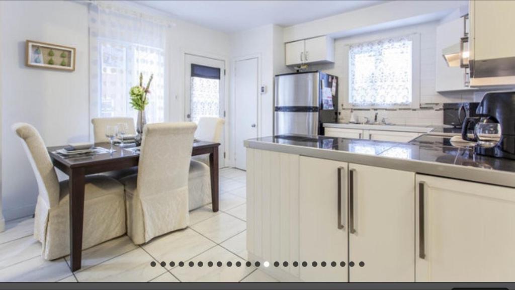 Cuisine ou kitchenette dans l'établissement Apartment Condotel Montreal