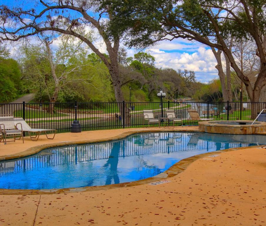 Apartments In New Braunfels Tx: Grandma's River Haus RRC A108 Condo, New Braunfels, TX