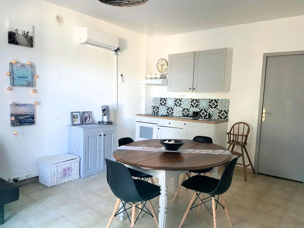 Maison design gigean vacation home charmante maison occitane poussan france booking com