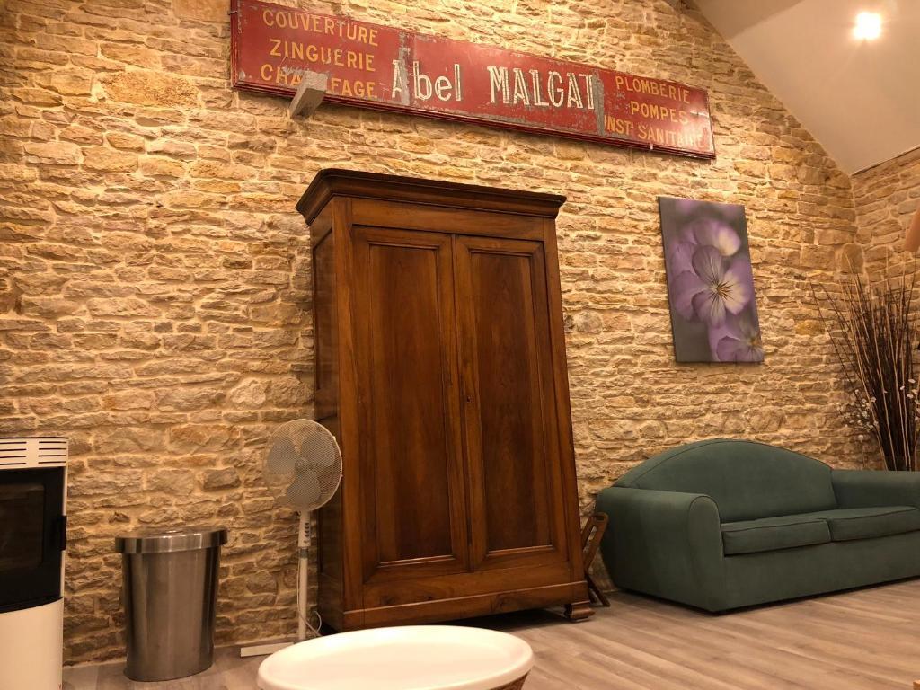 Maison Sauna vacation home la maison madeleine, bien-Être, sauna et jacuzzi
