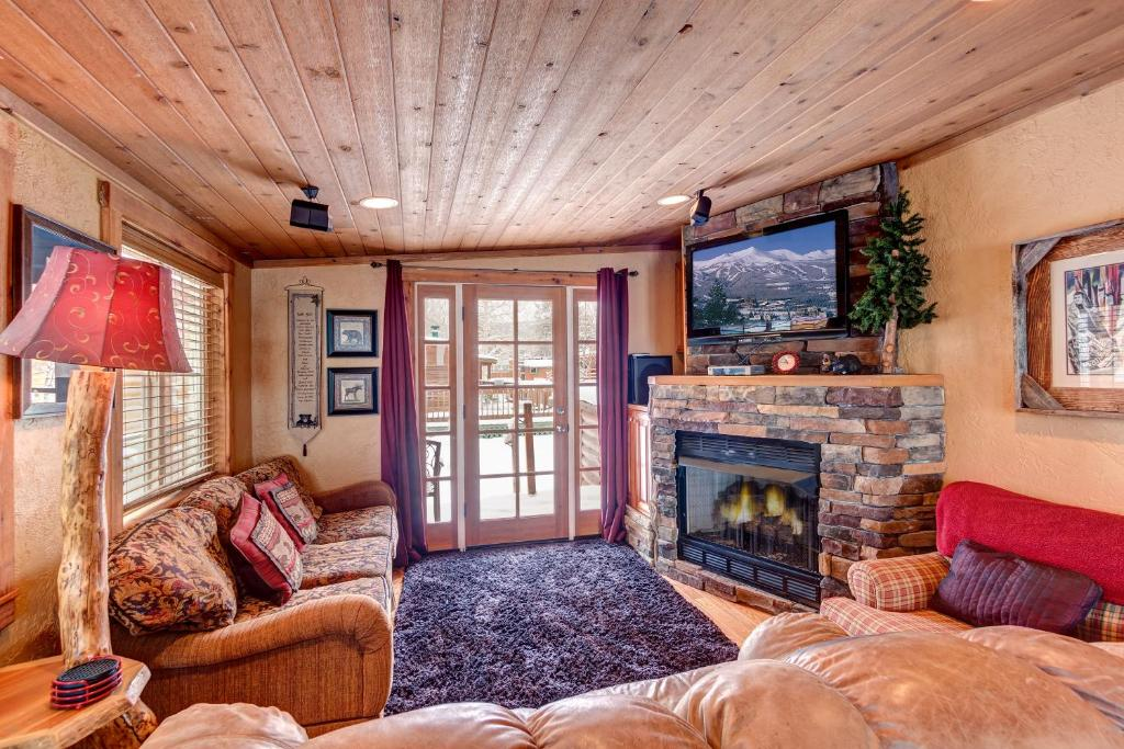 colorado log discover breckenridge in rental cabins a of by cabin luxury the rentals beauty vacation