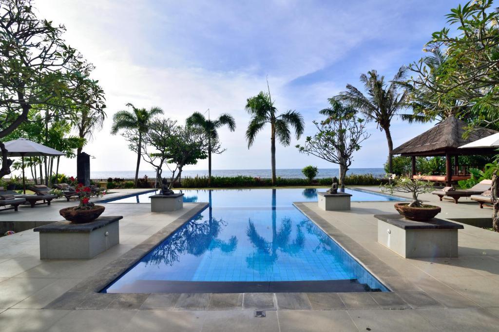 The swimming pool at or near Villa Saffraan