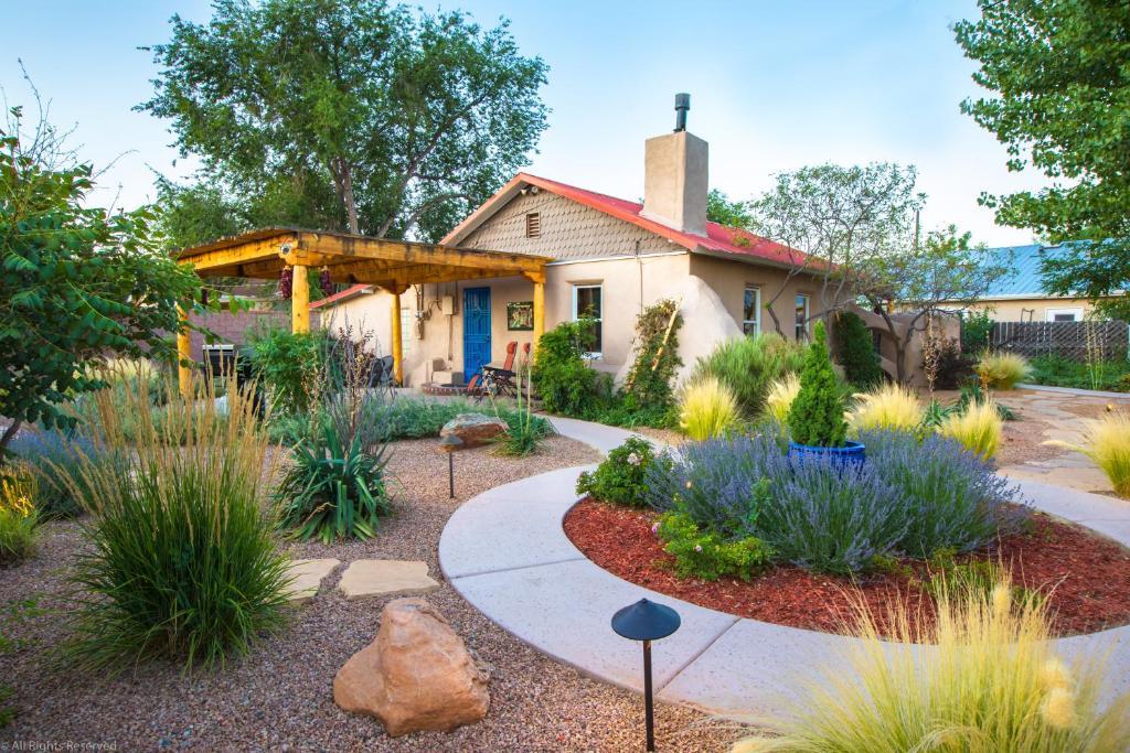 Casa La Huerta - Historic Albuquerque Adobe Home UPDATED