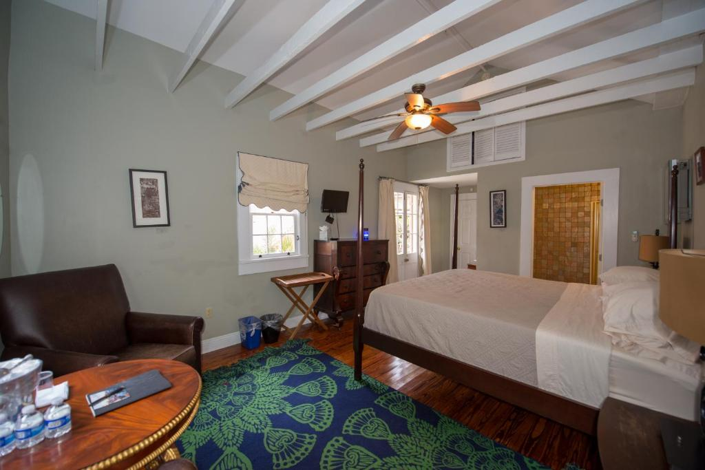 oak and district alley new orleans room breakfast the bed garden rooms in