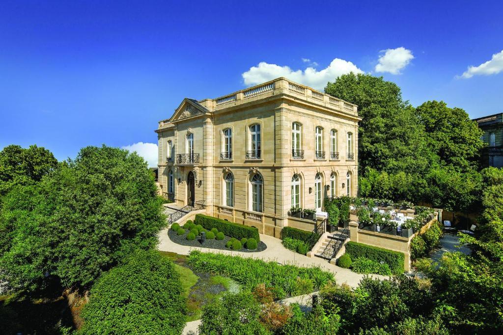 Hotel la grande maison de bernard magrez bordeaux france for Location de maison bordeaux